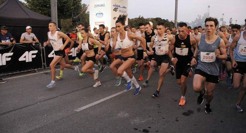 Biegi - maratony, było Nocnym Półmaratonie Praskim Zobaczcie nasze zdjęcia - zdjęcie, fotografia