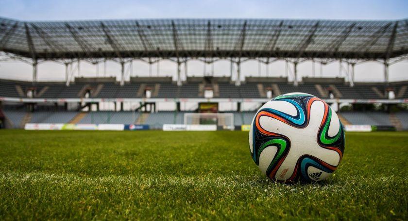 Piłka nożna, Legia Warszawa rozgląda nowym napastnikiem - zdjęcie, fotografia
