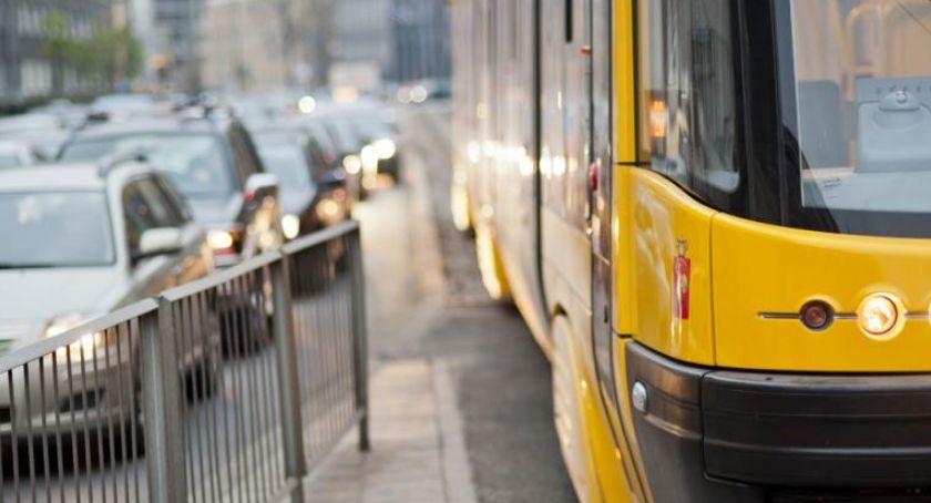 Transport publiczny - komunikacja, tramwajów Trasie - zdjęcie, fotografia