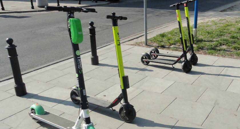 NEWS, Wypożyczalnia hulajnóg elektrycznych będzie karać parkowanie niedozwolonych miejscach - zdjęcie, fotografia