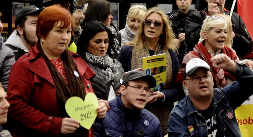 Protesty i manifestacje, Protest niepełnosprawnych [ZDJĘCIA] - zdjęcie, fotografia