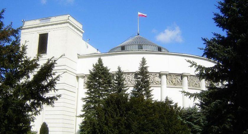 Polityka, prognoza wyników wyborczych Sejmu Konfederacja poniżej progu - zdjęcie, fotografia