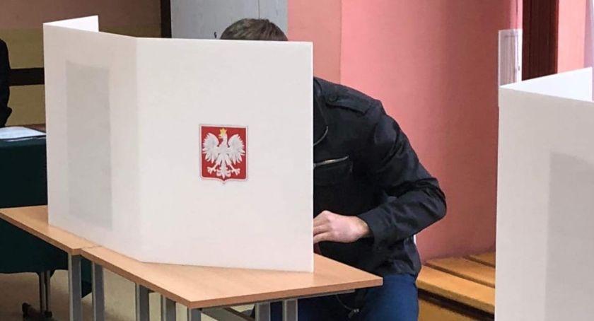 NEWS, Frekwencja wyborcza godzinę wyniosła prawie procent! - zdjęcie, fotografia