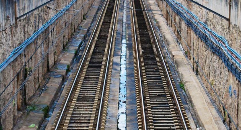 Wypadki, zderzyły pociągi towarowe - zdjęcie, fotografia