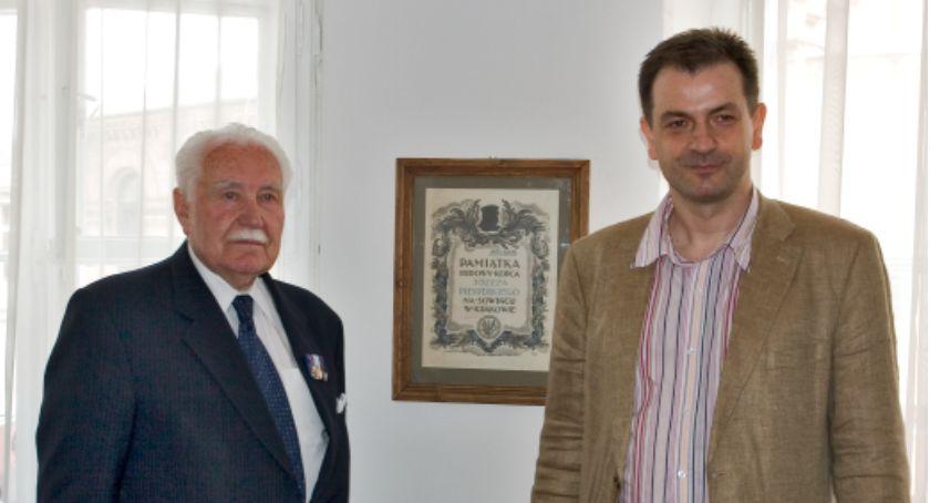 Wspomnienie, Prezydent Ryszard Kaczorowski wizytą Koneserze - zdjęcie, fotografia