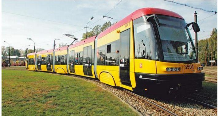 Tramwaje, Nadjeżdża tramwaj Gocław - zdjęcie, fotografia