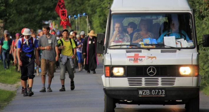 Religia - kościoły - święta, Warszawska Akademicka Pielgrzymka Metropolitalna wystartowała Stolicy - zdjęcie, fotografia