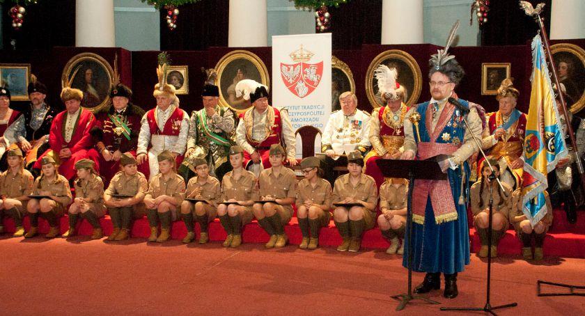 Religia - kościoły - święta, Święto Odzyskanej Suwerenności rocznica powrotu emigracji Prezydenta Ojczyzny - zdjęcie, fotografia