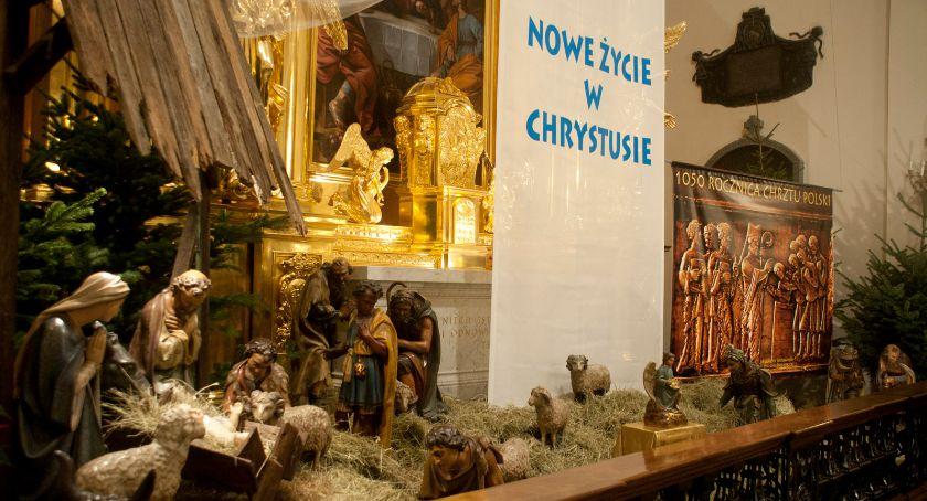 Religia - kościoły - święta, Staromiejska Warszawa drugiego Świąt - zdjęcie, fotografia