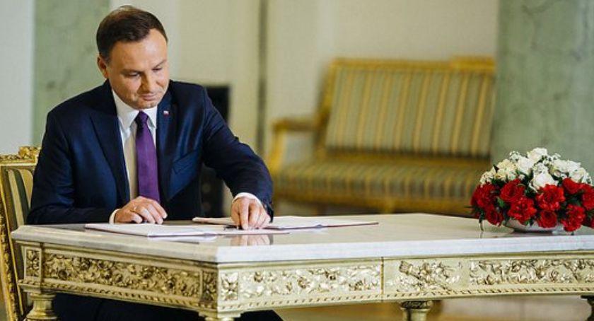 Polityka, Andrzej podpisał nowelizację ustawy - zdjęcie, fotografia