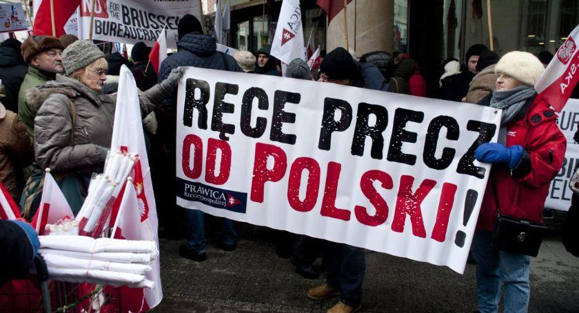 Polityka, Protest przeciwko ingerencji wewnętrzne sprawy Polski [FOTO] - zdjęcie, fotografia