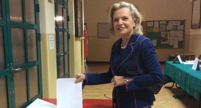 Polityka, Maria Anders ponownie powalczy Senat! - zdjęcie, fotografia