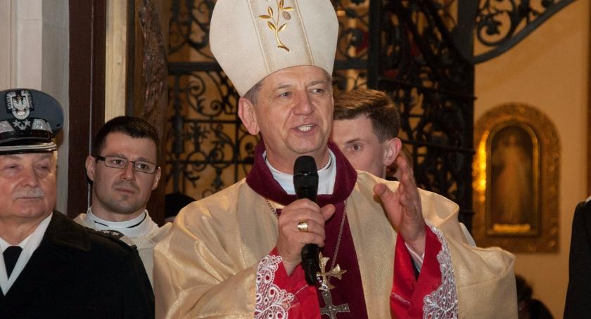 Religia - kościoły - święta, Sobota Wielkanocna Uroczystości Warszawie - zdjęcie, fotografia