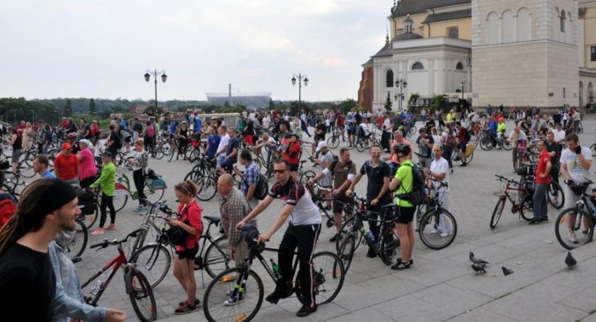Drogi, Krytyczna przejedzie ulicami Warszawy przed majówką - zdjęcie, fotografia