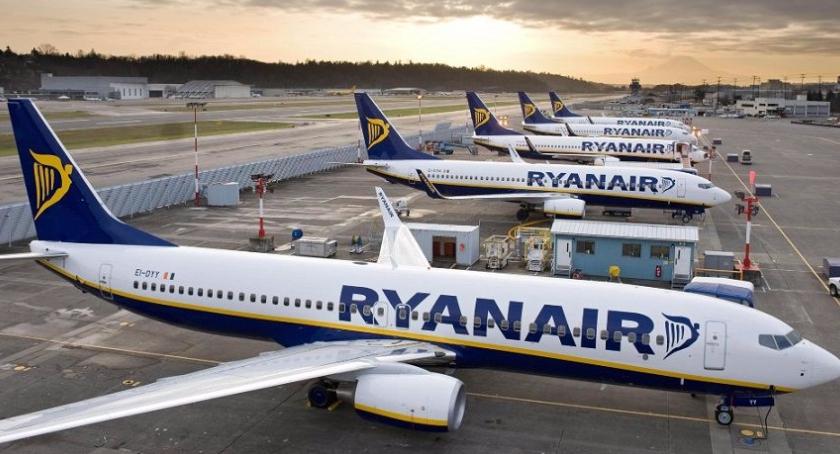 Podróże, trasy lotnicze Ryanair Polski Anglii Polecimy Newcastle Leeds Birmingham - zdjęcie, fotografia