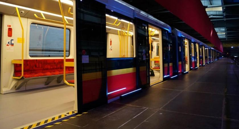 Metro, Metro Wilanowska mężczyzna wpadł pociąg duże utrudnienia - zdjęcie, fotografia
