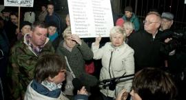 Hanka, oddaj kamienicę! Warszawiacy żądają zwrotu nieruchomości przy Noakowskiego 16
