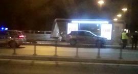 Tragiczny wypadek na Moście Łazienkowskim. Nie żyje kobieta czekająca na autobus