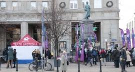 Na placu Konstytucji stanął pomnik Adama Mickiewicza