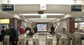 Na stacjach I linii metra pojawiły się nowe wyświetlacze