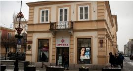 Wywieźli meble z najstarszej apteki w Warszawie