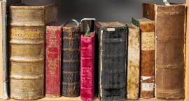 Biblioteka na Koszykowej oddaje książki