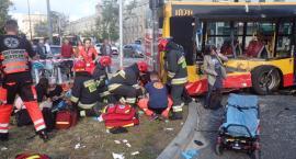 Autobusy po groźnych wypadkach wycofane ze skrętu Marszałkowskiej w Królewską