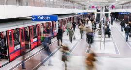 UWAGA! Zamknięte 4 stacje metra. Znaleziono pakunek na stacji Metro Wilanowska