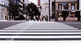 Czyjniki ruchu zamiast żółtych przycisków na przejściach dla pieszych?