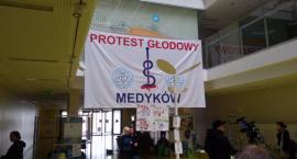 Lekarze rezydenci zakończyli głodówkę, ale to nie koniec protestu
