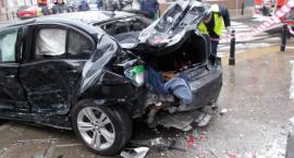 Zderzenie dwóch BMW. Ranna przypadkowa osoba. [ZDJĘCIA]