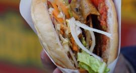 Kebab z automatu na PW. Potrzeba matką wynalazku