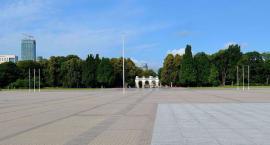 Warszawiacy nie oddadzą placu Piłsudskiego. Nie chcą za to pomnika ofiar Smoleńska