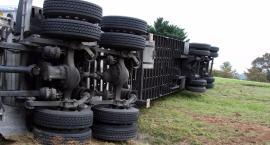 Zderzenie auta i ciężarówki na krajowej 50. Jedna ofiara śmiertelna