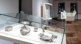 Mikrokosmos rzeczy: publiczne i prywatne życie kolekcji. Niezwykła wystawa w Muzeum Warszawy