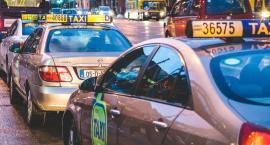 Pijany kierowca taksówki rozbija się po Warszawie