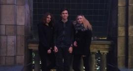 Kacper, Magda i Daria robili sesję fotograficzną na tarasie widokowym