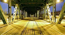 Most Gdański wciąż pokryty drewnem. Oby nie doszło do pożaru...