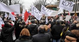 Marsz KOD przeszedł ulicami Warszawy. W obronie Wałęsy