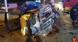 Poranny wypadek pod Łomiankami na zdjęciach straży