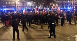 Wieczorne marsze w ramach obchodów Dnia Żołnierzy Wyklętych. Interweniowała policja [ZDJĘCIA]