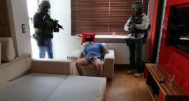 Kolejna duża akcja policji. Zlikwidowane dwa magazyny, w których zabezpieczono 30 kg narkotyków