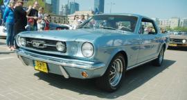 Zlot Mustangów przed PKiN [ZDJĘCIA]