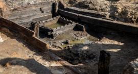 Kolejne historyczne znalezisko na placu budowy. Piwnica z XVII w na pl. Krasińskich