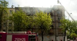 Pożar pustostanu na Ząbkowskiej: ewakuacja mieszkańców przyległego budynku