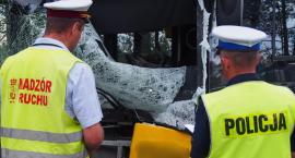 Zderzenie busa z autobusem. Pięć osób rannych, jedna zginęła [ZDJĘCIA]