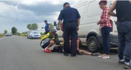 Rozpędzona kolarka uderzyła w furgonetkę [ZDJĘCIA]