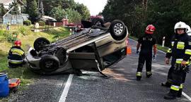 Zderzenie trzech aut. Jedna osoba w szpitalu [ZDJĘCIA]