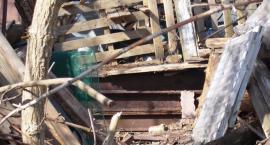 Ponad 36 ton złomu i gruzu na działce