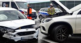 Niedziela niebezpieczna na A2. Dwie osoby ranne w wypadku [ZDJĘCIA]